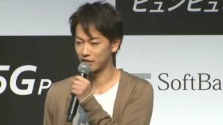 ソフトバンク発表会で新CMに登場する 新ファミリー 弟役の佐藤健 今回 I...