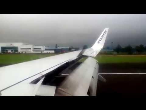 Ryanair 737-800 Landing in Glasgow Prestwick