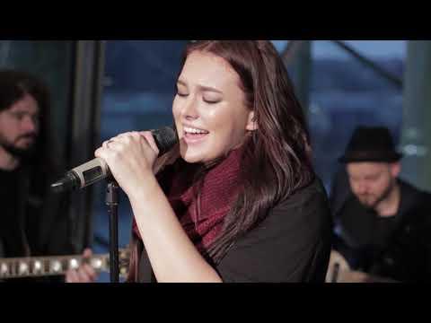 Ewa Farna - Vánoce na míru / City live (6.12.2017)