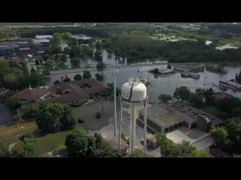 Governor Bruce Rauner surveys flooding in Gurnee