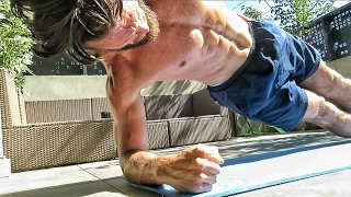 THE BEST TRAVEL FITNESS ROUTINE - 7 Minute Workout!