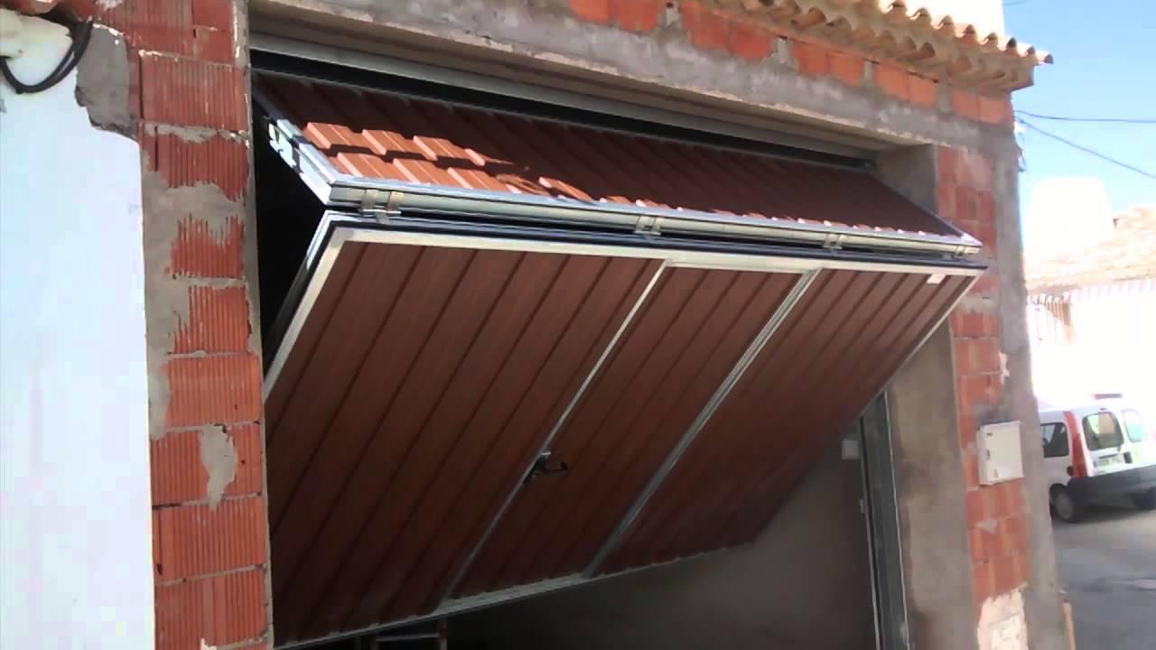 puertas de garaje automaticas basculantes youtube On puertas de garaje automaticas