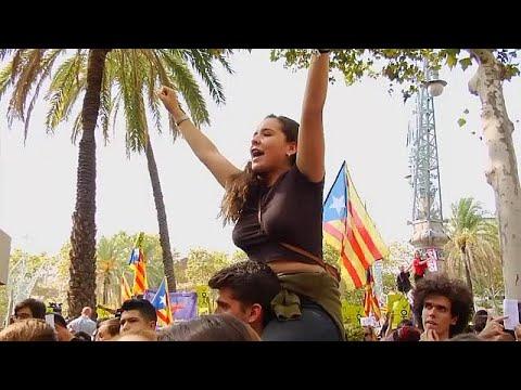 كاتالونيا تتحدى حملة إسبانيا لوأد استفتاء الانفصال  - نشر قبل 2 ساعة