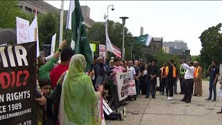Hundreds rally in solidarity with Kashmir