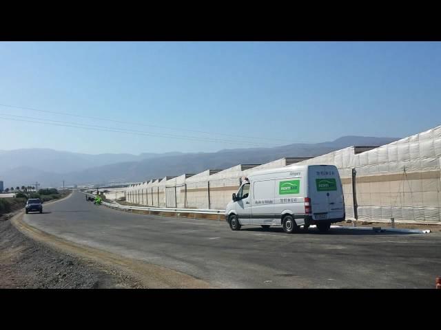 CON EL VÍDEO. Comienza la instalación de la señalización y los 'quitamientos' en la variante de Roquetas