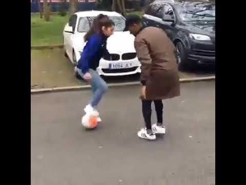 Ein Mädchen zeigt was sie kann