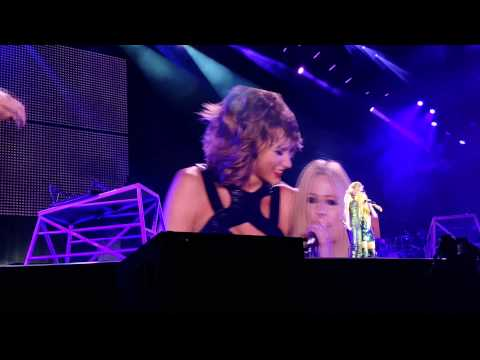 Avril Lavigne & Taylor Swift - Complicated @ San Diego 2015