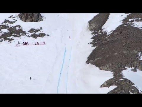 Una donna a oltre 230 km all'ora sugli sci: Valentina Greggio