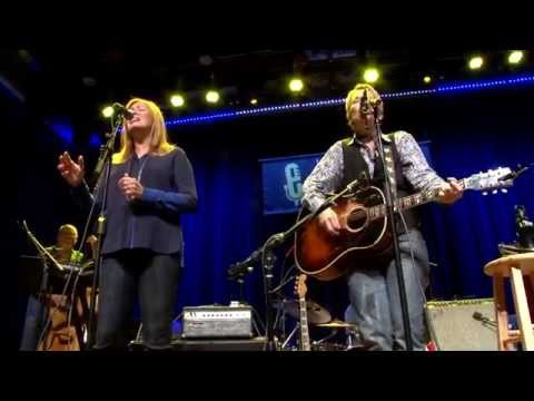 Mary Gauthier - Another Train (eTown webisode #896)