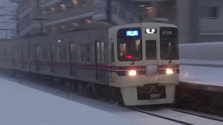 「京王×雪」銀世界の京王堀之内に電車が到着
