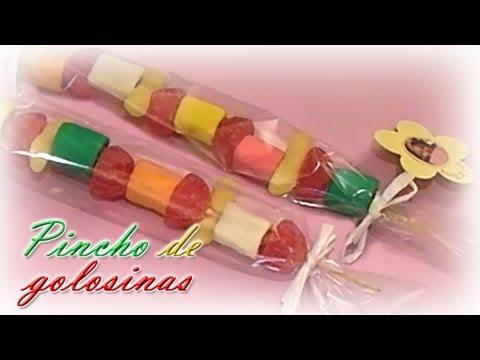 C mo envolver dulces doovi for Pinchos de gominolas