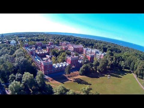 Парк Александрия в Петергофе с высоты птичьего полета. Квадрокоптер  V666 ( Banggood )