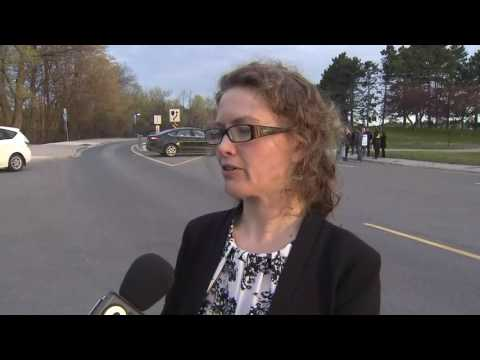 Video: Toronto Zoo staff walk off the job in contract dispute
