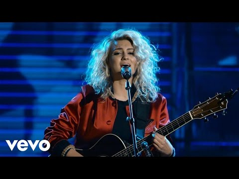 Tori Kelly - Unbreakable Smile (Live at The Year In Vevo)