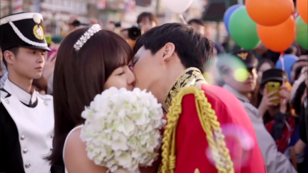 [The king 2Hearts] Lee Seung-gi ♥ Ha ji-won, Kiss Compilation