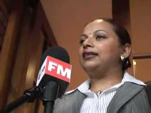 FM female exec.mpg
