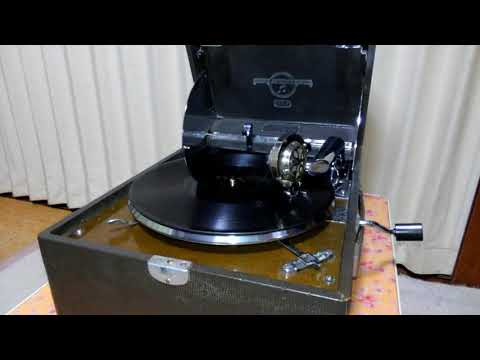 JINGLE BELLS  Bing Crosby and the ANDREWS SISTERS  Columbia No.213