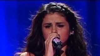 Selena Gomez Gets Tears in Her Eyes While Performing | Splash News TV | Splash News TV