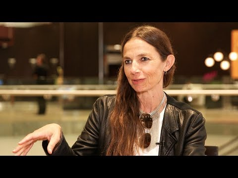 Justine Bateman doesn't understand why people care about who's famous