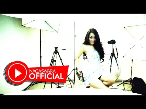 Dewi Luna - Ayank Kamu Ayank Aku Juga - Official Music Video - NAGASWARA