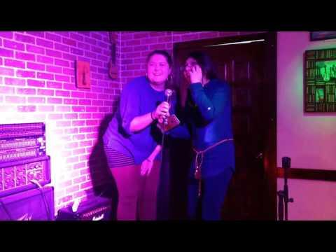 Kendra y liz.  karaoke
