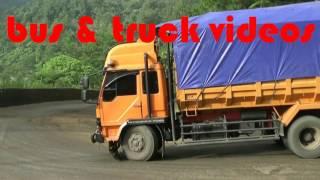 truck slip nanjak!!!  lihat apa yang dilakukan oleh drivernya !!!