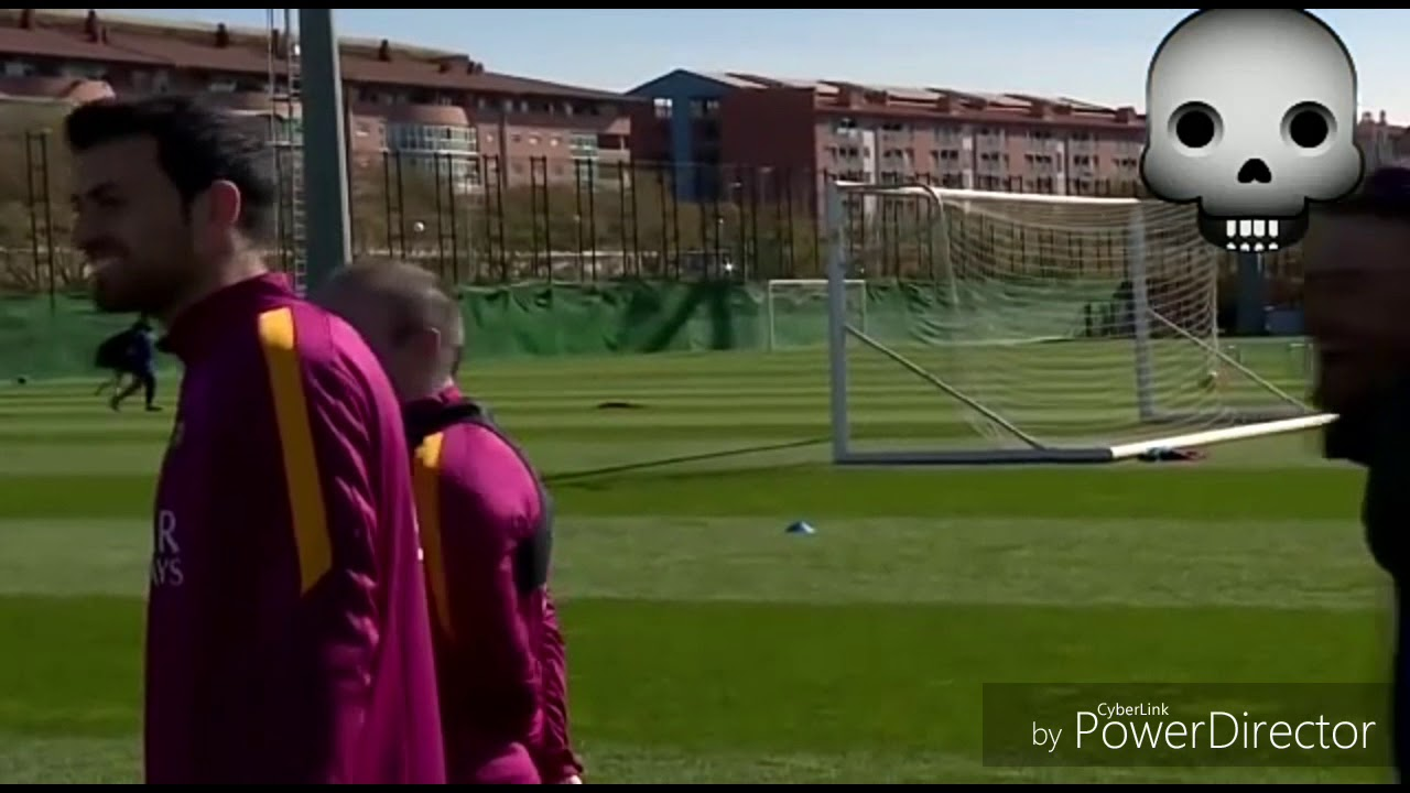 Download Leo Messi freestyle skills and tricks.