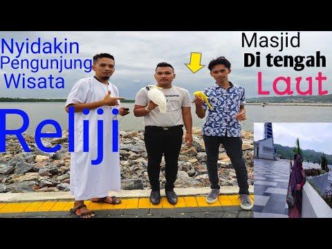 nyidakin-pengunjung-wisata-religi-masjid-di-tengah-laut,,-mirisss