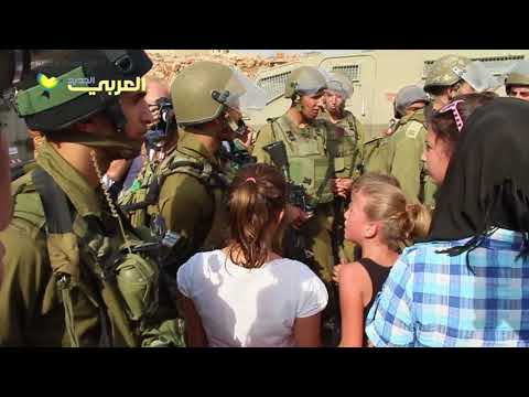 عهد التميمي أثناء 'مواجهة' مع جنود الاحتلال عام 2012