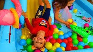 Девочки сами заказали надувной игровой центр с горкой и шариками
