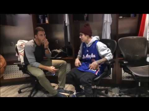 Justin Bieber & Blake Griffin talking in Clippers locker room in Los Angeles   December 1, 2014