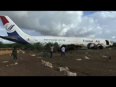 Cargo plane crash-lands near Somalia capital - YouTube