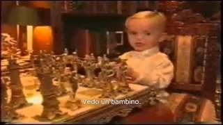 Michael Jackson playing chess with his son Prince. ( Sub Ita)