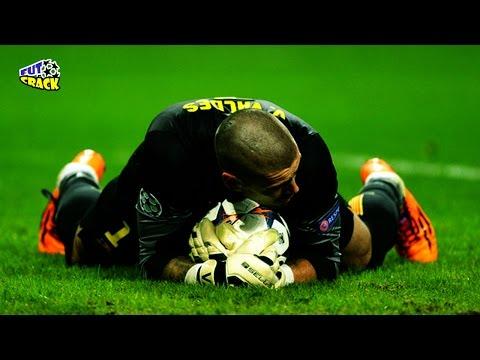 Las Impresionantes Atajadas de Victor Valdes || FutbolCrackHD