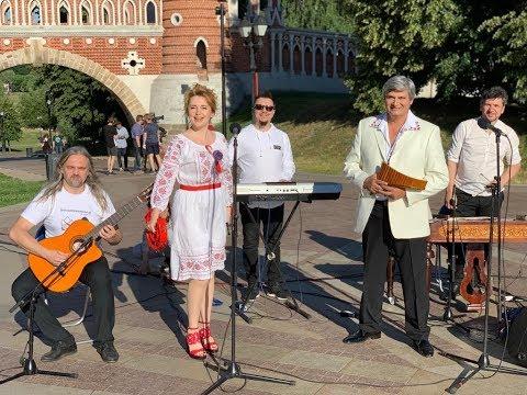 "Ольга Варвус  Молдавская  ""Ioane"" на 1! Olga Varvus - moldavian song ""Ioane"" in Moscow, 1 TV Russia."