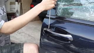как снять  ручку двери  с Mercedes w203 если не откручивается винт(Столкнулся с проблемой при ремонте , подбили стоячуюю машину фурой при развороте ( 2 двери под замену +..., 2014-06-07T13:22:12.000Z)
