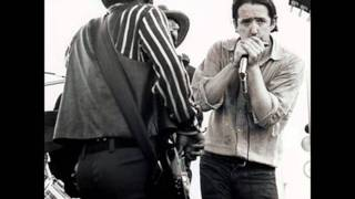 Watch Paul Butterfield Blues Band Look Over Yonders Wall video