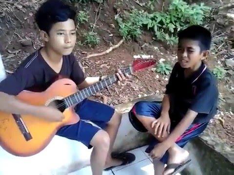 Anak Sinjai Nyanyikan Lagu Siapa Salah