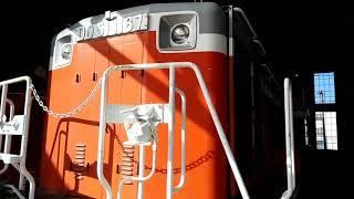 この車両はDD51ディーゼル機関車です。JR津山線を岡山方面の臨時...