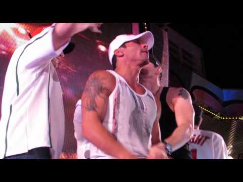 Danny Wood and jordan Knight gettin' down