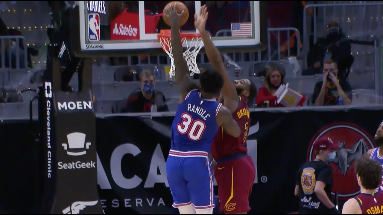 Julius Randle Goes Right At Andre Drummond With Filthy Dunk