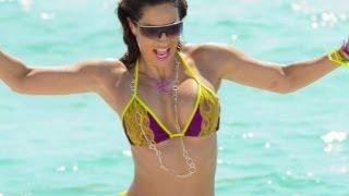 Download Video Jennifer Nicole Lee Has a Bikini Malfunction MP3 3GP MP4