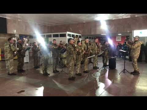 Галицький Кореспондент: В Івано-Франківську виступив військовий оркестр у пам'ять полеглих бійців у аеропорту «Донецьк»
