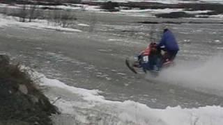 катание по воде на снегоходе(вот ещё видео с вотэркросса., 2010-05-23T18:48:51.000Z)