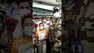 TOKYO 2020: रजत पदक जीतकर दिल्ली पहुंची मीराबाई चानू का हुआ जोरदार स्वागत