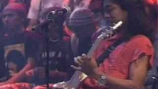 Iwan Fals - Yang Tersendiri (Live)