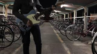 仕事終わり駅の駐輪場に誰もいなかったのでギターを持ってきてこっそり...