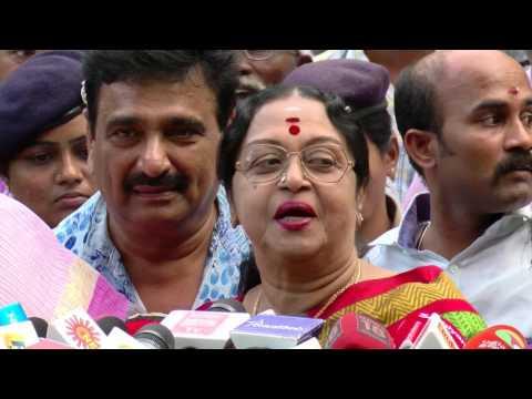 Jayalalitha News - Actress Saroja Devi Visits Apollo To Meet Jayalalitha