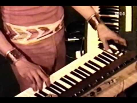 Roger Powell 1977  Keyboard Solo Singring And The Glass Guitar
