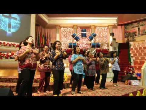 Pujian2 / nyanyian indah Kaum Ibu di Gereja Kristus Penebus , Magelang ...